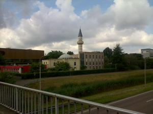 Tampak menara masjid dari kejauhan